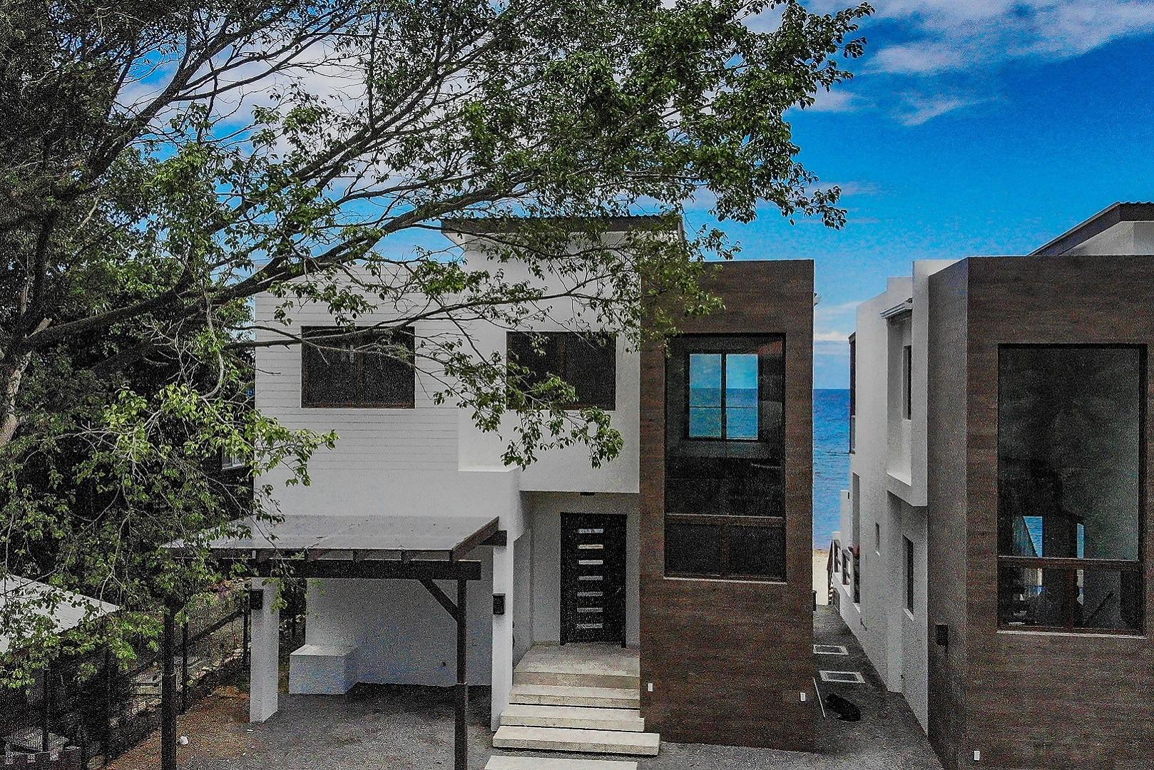 East Beachfront Villa, First Bight