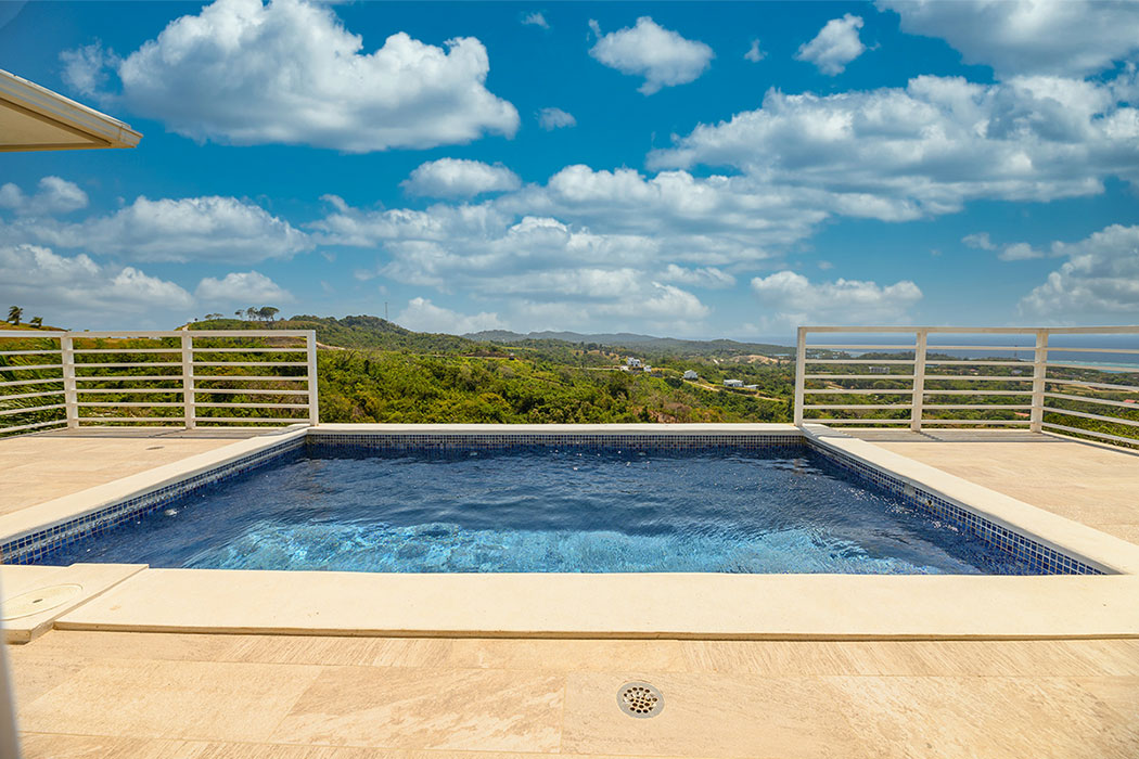 White-Hill-Villa-Corel-View-pool