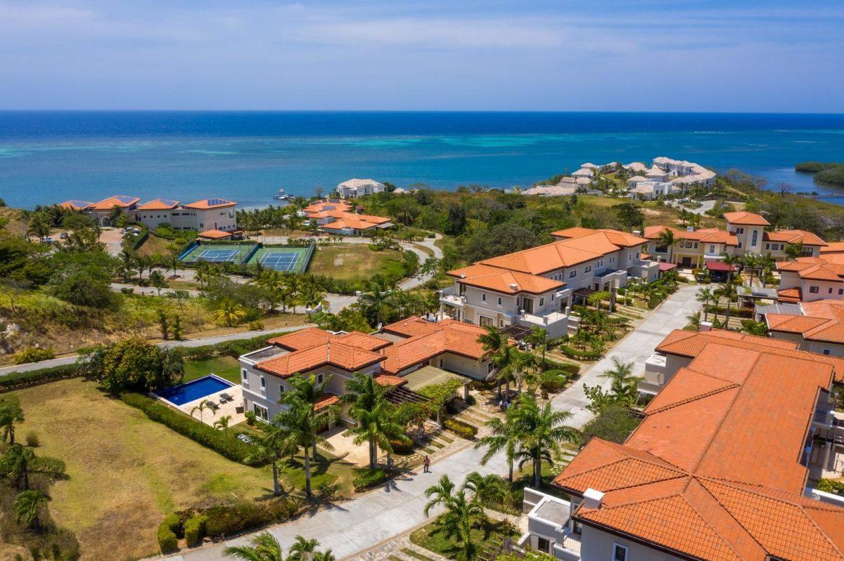 Residence 1102, Pearl Ct. Pristine Bay Resort, Roatan