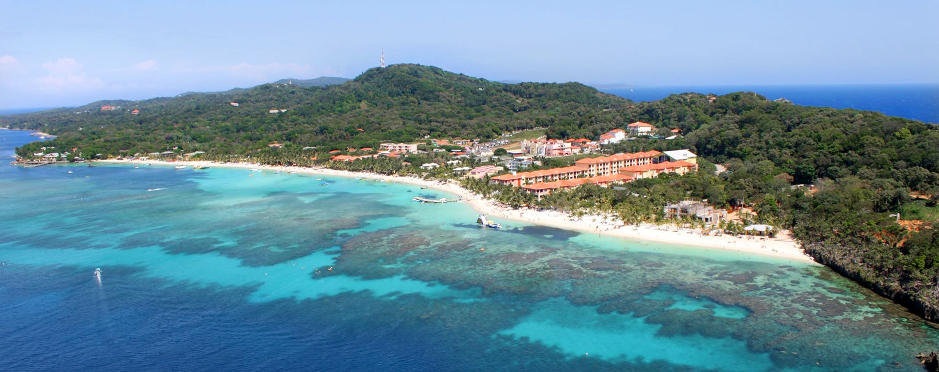 About Roatan, a view of West Bay Beach