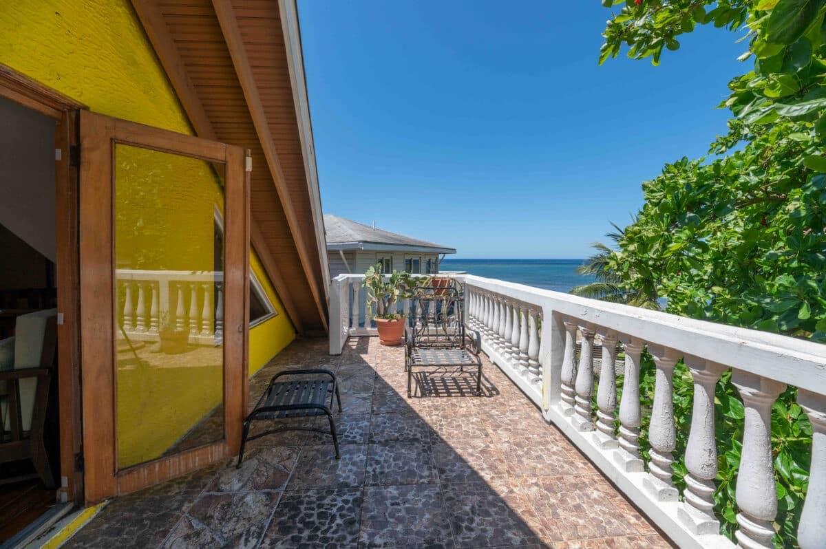 Yellow Beach House Sandy Bay Roatan 3